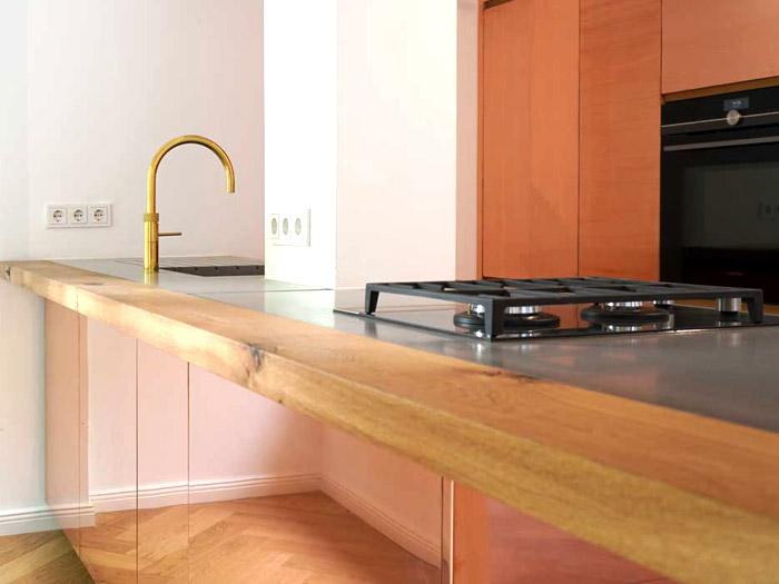 Betonküchenplatten mit Kupferfronten