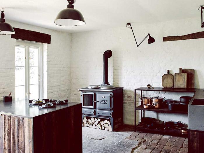 Küche mit Betonarbeitsplatten in Einsiedlerhaus