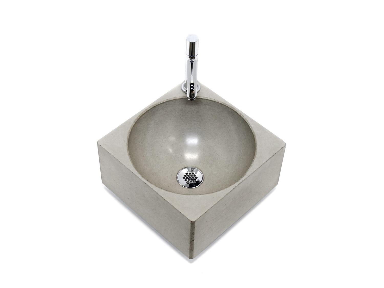 kleines Handwaschbecken aus Beton